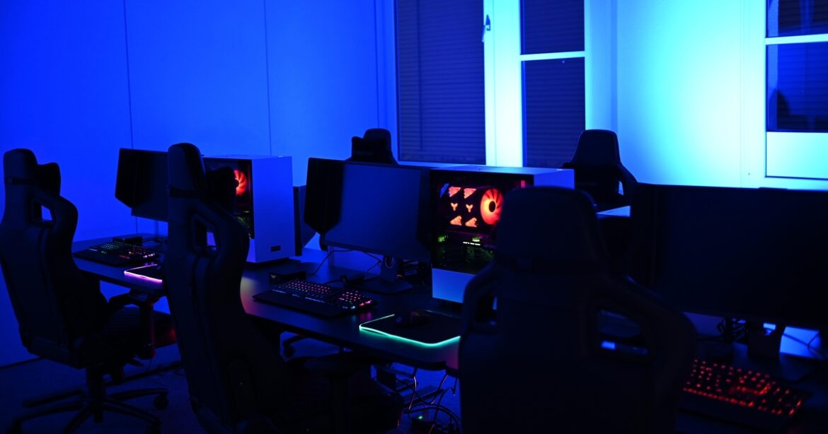 Computer Screen, gaming chairs, glow